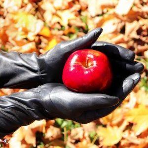 Leather Gloves sin Detroit Domina holding apple