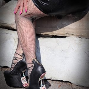 Shoe worship Detroit Domme high heels and fishnets